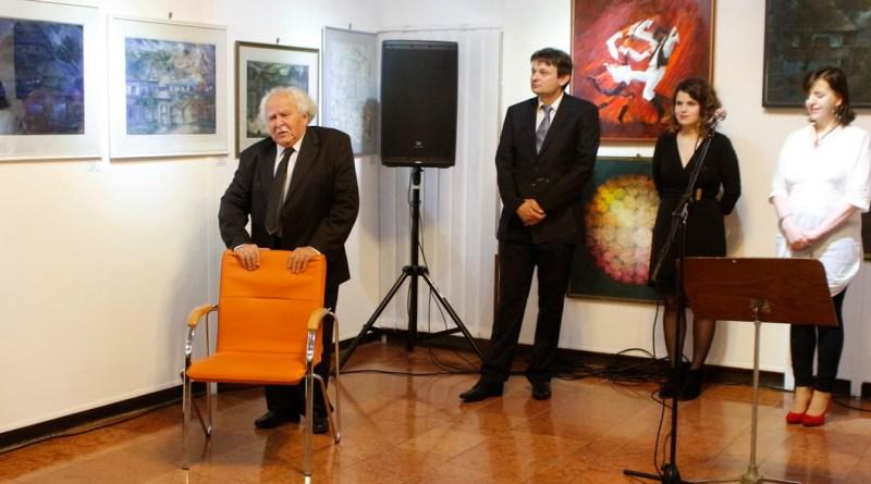 A képen balra Kosztándi Jenő festőművész látható. Fotó: Molnár Gyula/Paksi Hírnök