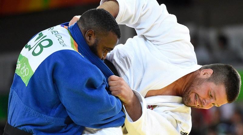 Bor Barna (j) küzd a kubai Alex Garcia Mendoza ellen a férfi cselgáncsozók +100 kilogrammos súlycsoportjában, a nyolcaddöntőben a riói nyári olimpián. MTI Fotó: Kovács Tamás