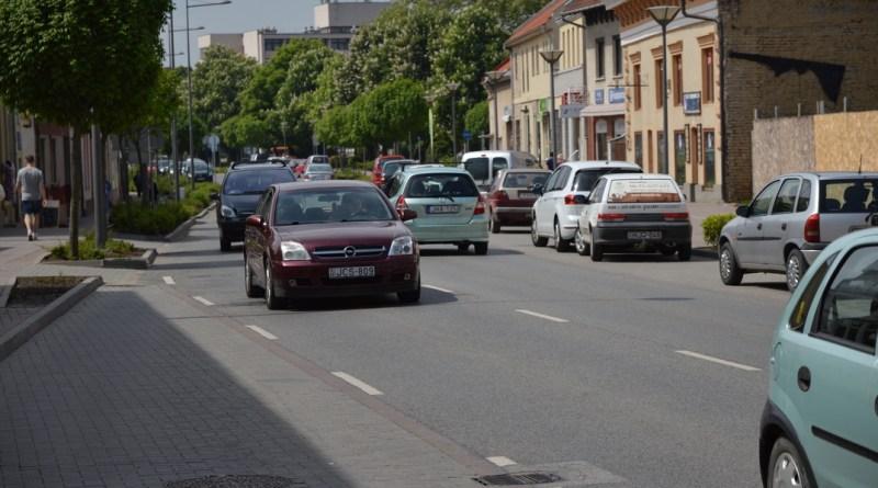 A paksi főutca. Fotó: Szaffenauer Ferenc/Paksi Hírnök