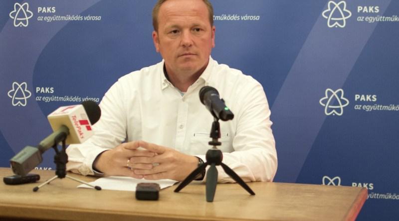 Szabó Péter a városházán tartott sajtótájékoztatót. Fotó: Szaffenauer Ferenc