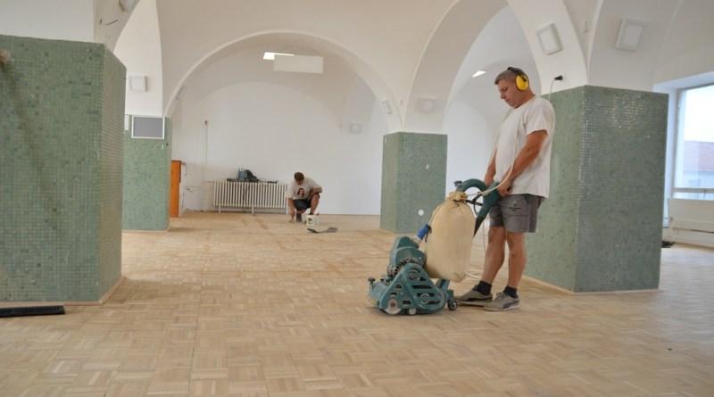A Pákolitz István Városi Könyvtárban is felújítási munkát végeztek a nyáron. Fotó: Szaffenauer Ferenc/Paksi Hírnök