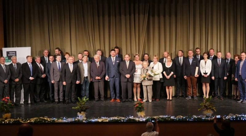 Díjazottak és díjátadók. Fotó: Szaffenauer Ferenc