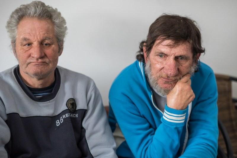 János és Gyula csak a hideg miatt költözött be az intézménybe. Fotó: Babai István