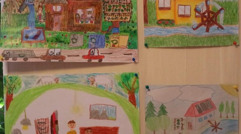 Ízelítő a pályázatra beérkezett rajzokból. Fotó: Molnár Gyula/Paksi Hírnök