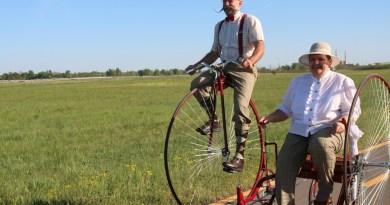 Ring István és Magdi rendszeresen velocipédezik az atomerőmű felé. Fotó: Vida Tünde