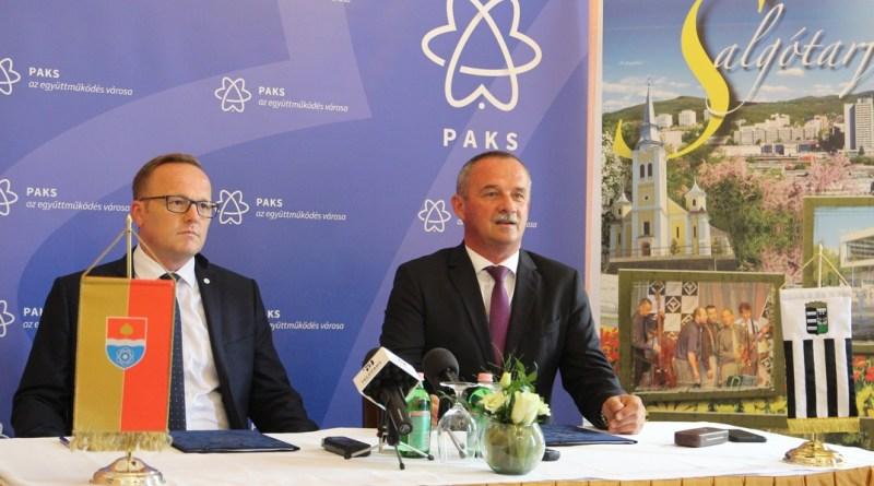 Szabó Péter, Paks és Fekete Zsolt, Salgótarján polgármestere. Fotó: Vida Tünde