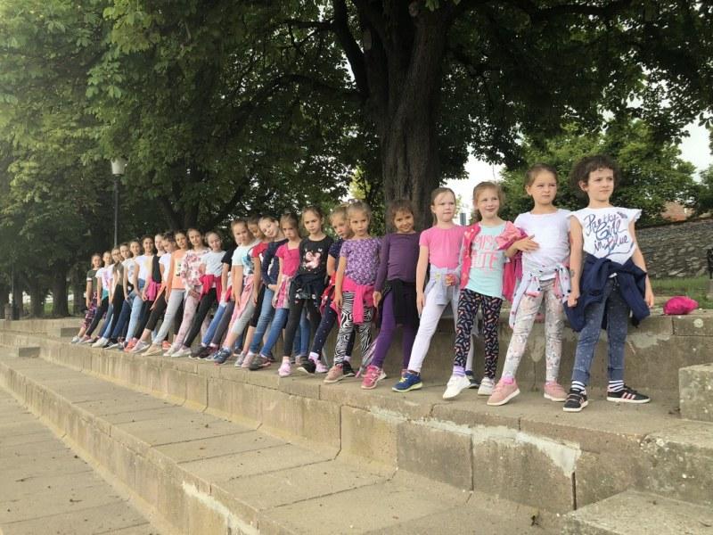 A tánc volt a fő program, de tartottak a gyerekeknek kézműves foglalkozást, csoportfejlesztő játékokat, filmvetítést, kutyás foglalkozást, és fagyizni is voltak. Fotó: magánarchívum