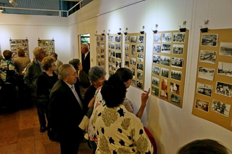 Nagy érdeklődés kísérte az egykori konzervgyár történetét bemutató kiállítás megnyitóját. Fotó: Molnár Gyula/Paksi Hírnök