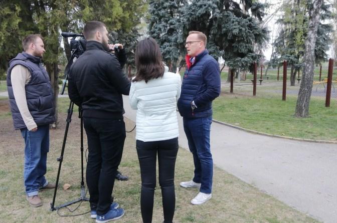 Szabó Péter polgármester tart sajtótájékoztatót. Fotó: Molnár Gyula/Paksi Hírnök
