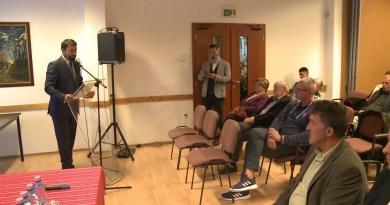 Lakossági fórumot tartott Tamásiban Hidvéghi Balázs, a Fidesz kommunikációs igazgatója és Süli János