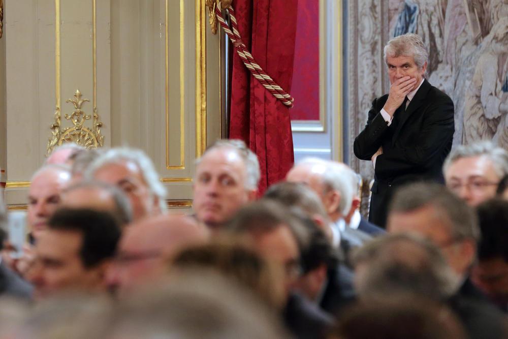 Claude Serillon, conseiller en communication sous la présidence de François Hollande, accueille les représentants du secteur de l'emploi au palais présidentiel de l'Elysée, à Paris le 21 janvier 2014.