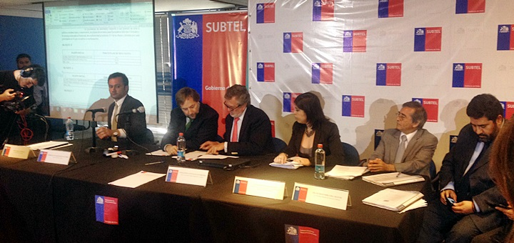 Ministro de Transportes y Telecomunicaciones, Pedro Pablo Errázuriz, y Jorge Atton, subsecretario de Telecomunicaciones (centro). Imagen: Subtel.