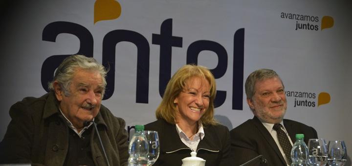 El presidente de Uruguay, José Mujica, y la presidenta de Antel, Carolina Cosse, en la presentación del Sistema Nacional de TV Digital Imagen: Antel