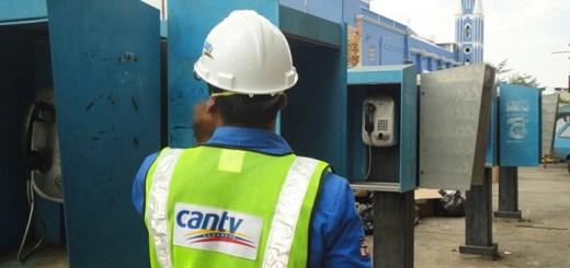 Reparación de teléfonos públicos. Imagen: Cantv