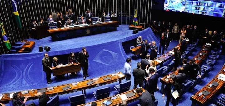 Media sanción al proyecto que quiere prohibir límite de datos en Internet fijo. Imagen: Senado de Brasil