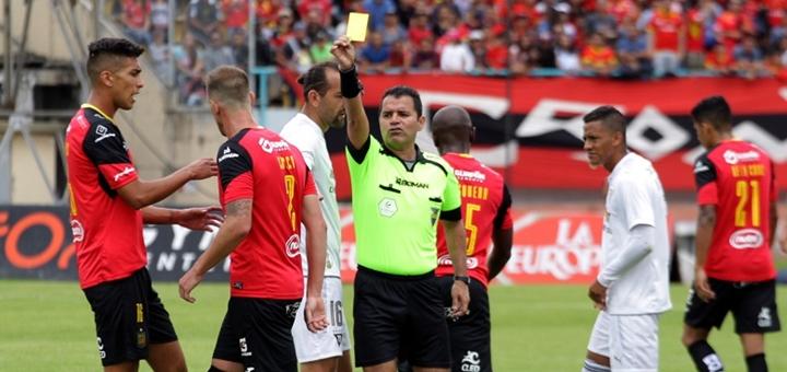 Partido de la serie A del fútbol ecuatoriano. Imagen: FEF.