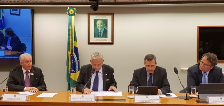 Jarbas Valente expone ante comisión de Diputados. Imagen: Telebras