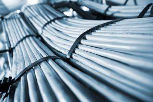 shutterstock_donvictorio_infraestrutura_dutos_fibra
