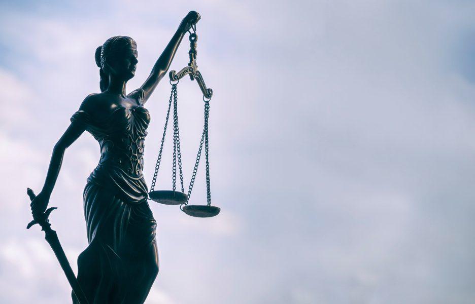 justiça-lei-norma-legislação-estátua-tribunal