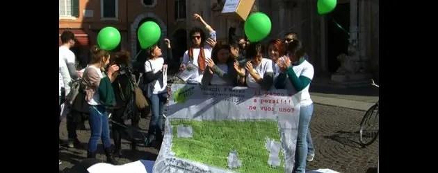 Studenti e prof. in difesa del Parco urbano