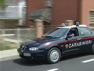 Cerca di corrompere i carabinieri per evitare la multa