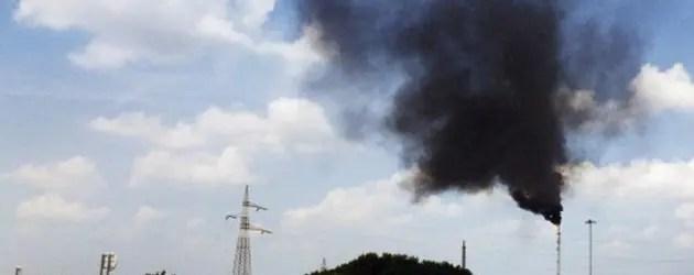 Fumo nero dal petrolchimico: allarme rientrato