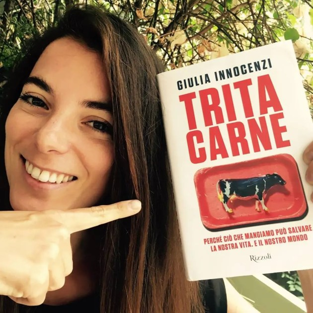 """Giulia Innocenzi presenta il libro che denuncia il presunto """"Made in Italy"""""""