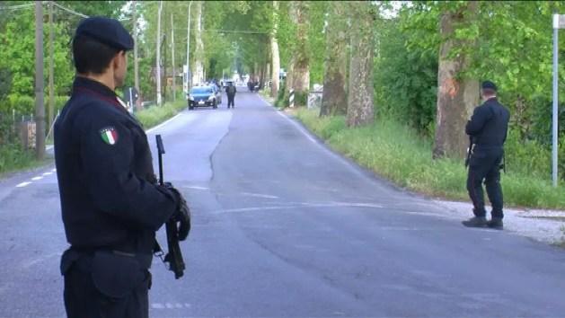Caccia al killer: casa sospetta a Marmorta. Arriva ministro Minniti – VIDEO