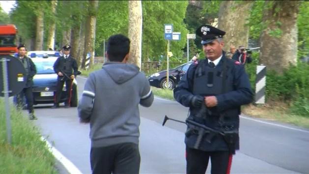 Caccia al killer, i carabinieri e i sindaci incontrano la popolazione