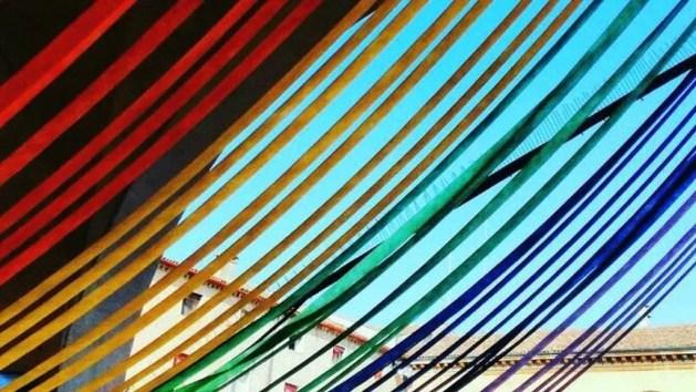"""Omotransfobia, """"scalone rainbow"""" per la giornata internazionale. Festa e dibattito in via Ripagrande – INTERVISTA"""