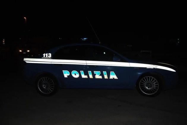 Tenta di svaligiare bar e ferisce agente Polizia: arrestato