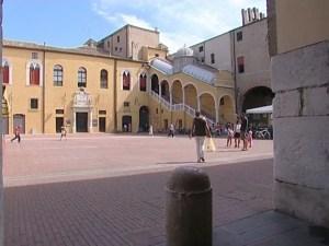 scalone piazza municipale