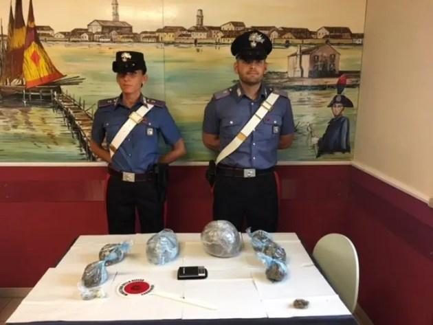 Fermati con un chilo di marijuana: due arresti