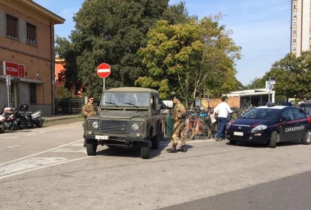 Sicurezza in città: calci e pugni ai militari dell'esercito, arrestati due spacciatori