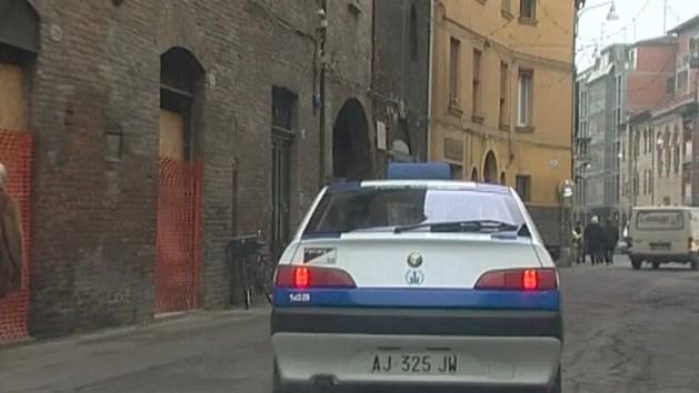 Fugge dopo aver danneggiato auto in sosta, automobilista ferrarese denunciato