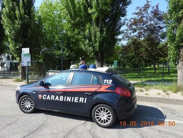 """Carabinieri bloccano aggressore con spray al peperoncino fuori da """"Il Castello"""""""