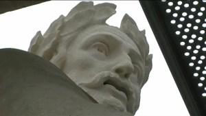 ariosto statua a terra-1