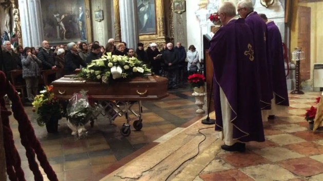 Partecipazione della città ai funerali del prof. Antonio Pastore – VIDEO