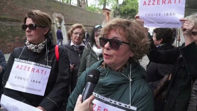 """Azzerati Carife, risparmiatori delusi: """"Il governo fa campagna elettolare sulle nostre spalle"""""""