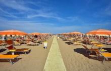 Rimini, prima località dell'Emilia-Romagna che vieta sigarette e bicchieri di plastica in spiaggia
