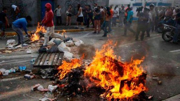 Resultado de imagen para Guarimbas Venezuela