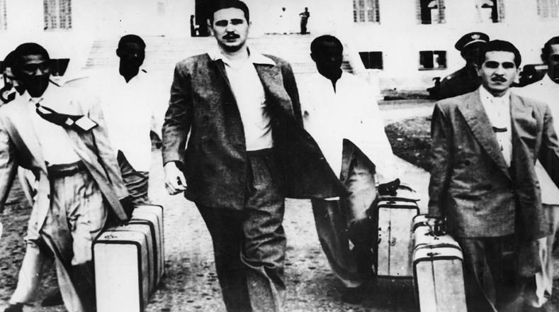 Tras 22 meses de cárcel, Fidel y sus compañeros de lucha son amnistiados.