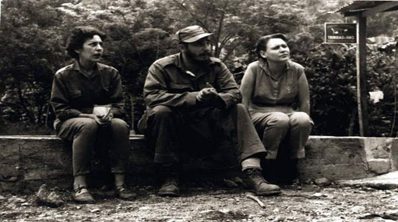 La mujer cubana fue parte importante de la victoria revolucionaria. En la foto, con las guerrilleras Celia Sánchez y Haydée Santamaría.