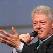 Ustedes disculpen, dice Clinton a mexicanos