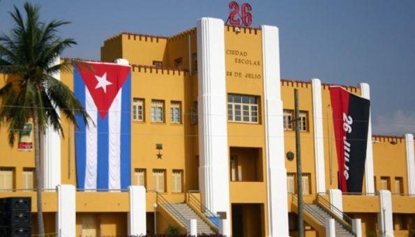 El edificio del Cuartel Moncada constituye un símbolo de la lucha revolucionaria del pueblo cubano.