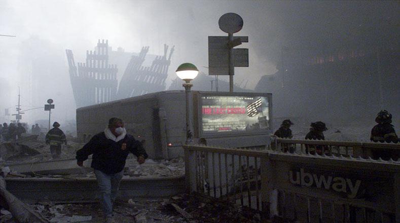 El servicio E del Metro de Nueva York sufrió importantes daños durante el ataque, ocasionando su suspensión temporal.