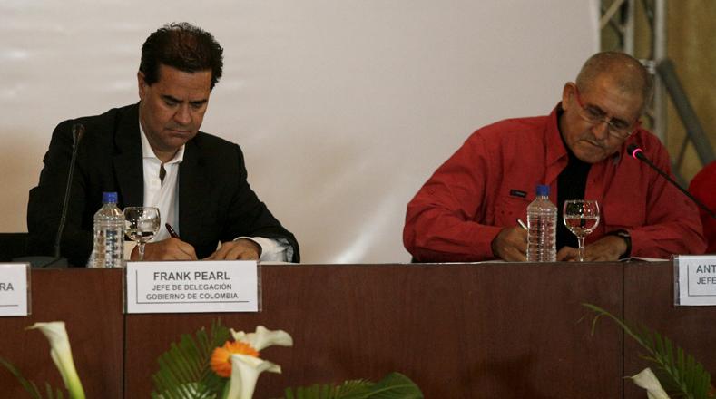 Firma del acuerdo entre el Gobierno colombiano y el ELN.