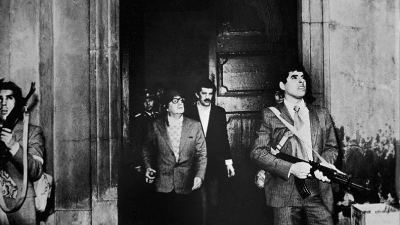 The last photo of President Salvador Allende alive at the La Moneda presidential palace.