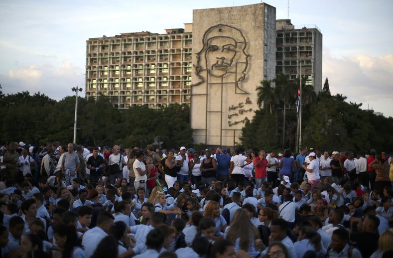 Mourners gather to pay tribute to Cuba