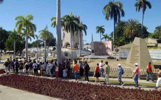 El homenaje en cementerio Santa Ifigenia se extenderá hasta las cinco de la tarde de cada día.